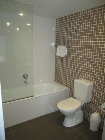 Swell Resort Burleigh Beach: Bathroom