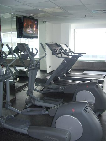 Radisson Hotel Decapolis Miraflores: the gym