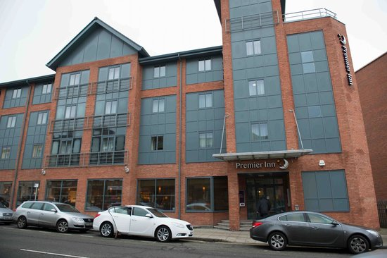 Premier Inn Chester City Centre Hotel: View from the road