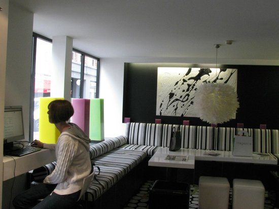 Lobby picture of hotel standard design paris tripadvisor for Hotel design standards