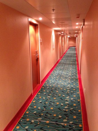 Courtyard by Marriott Vienna Schoenbrunn: Hallway leading to rooms