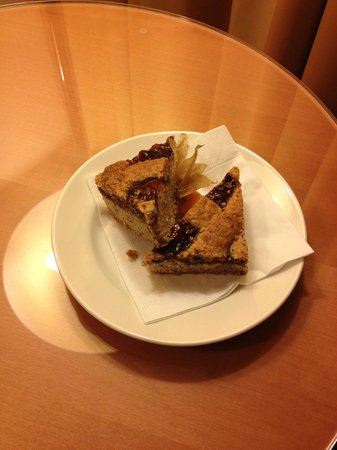 Courtyard by Marriott Vienna Schoenbrunn: Welcome pastry in room