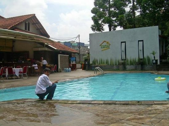Topas Galeria Hotel: nice pool, in front of the breakfast resto....