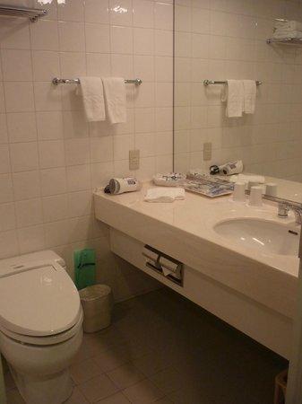 Hotel Monterey Yokohama: Bathroom