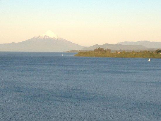 Hotel Cumbres Puerto Varas: Vista do lago e vulcão Osorno