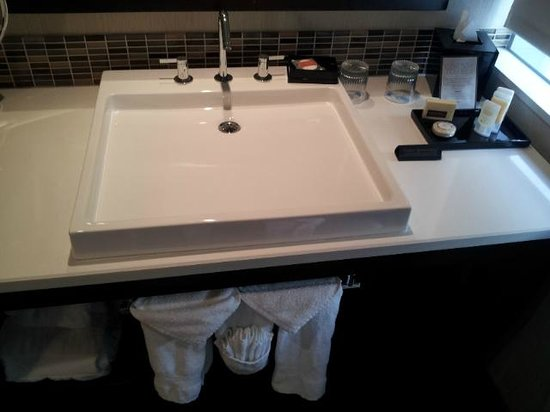 theWit - A DoubleTree by Hilton: Sink