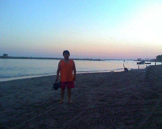 Barra Vieja Beach: Desemboca Laguna de 3 Palos en Barra Vieja