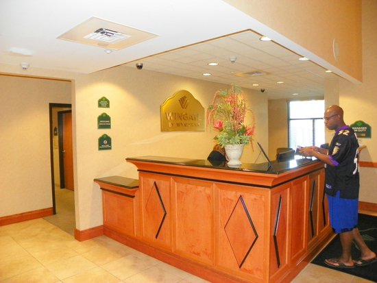 Holiday Inn Express & Suites Bradenton East-Lakewood Ranch : Front desk