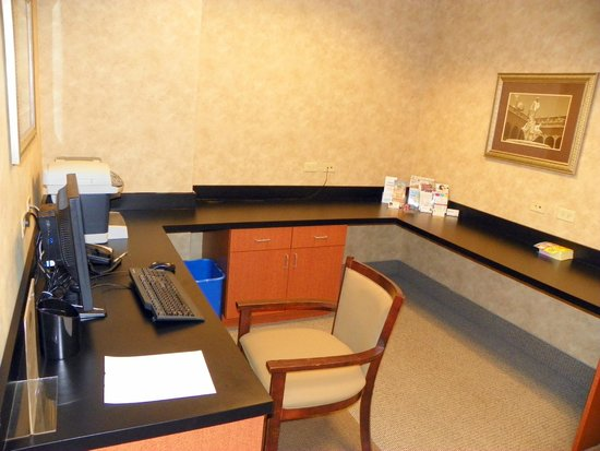 Holiday Inn Express & Suites Bradenton East-Lakewood Ranch: Business Center for guest's
