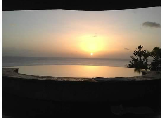Jade Mountain Resort: AMAZING sunset from our couch