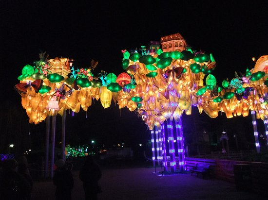 California's Great America: Lantern arch