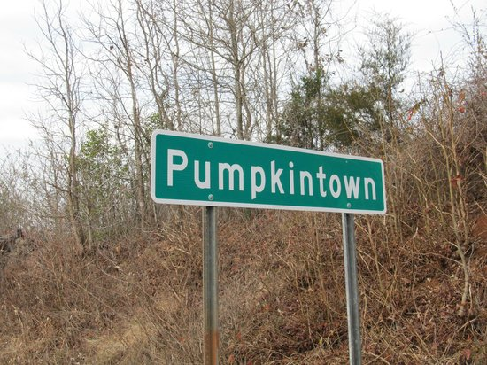 Pumpkintown Opry: Town sign