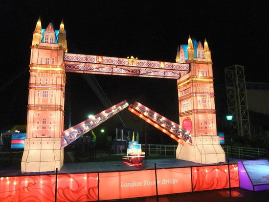 California's Great America: London's Tower Bridge