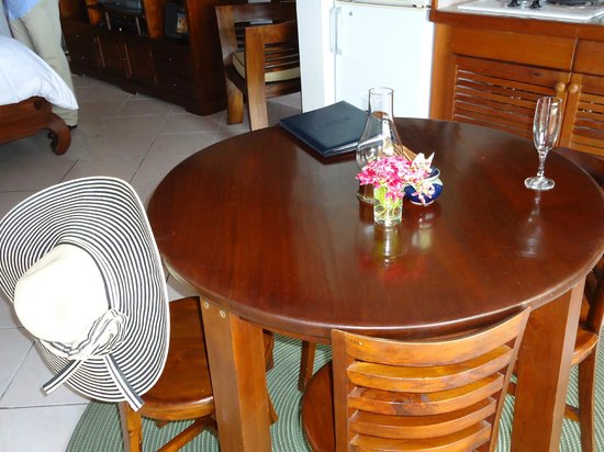 Le Petit Hotel : Small Dining Table - Although we always ate on the balcony!