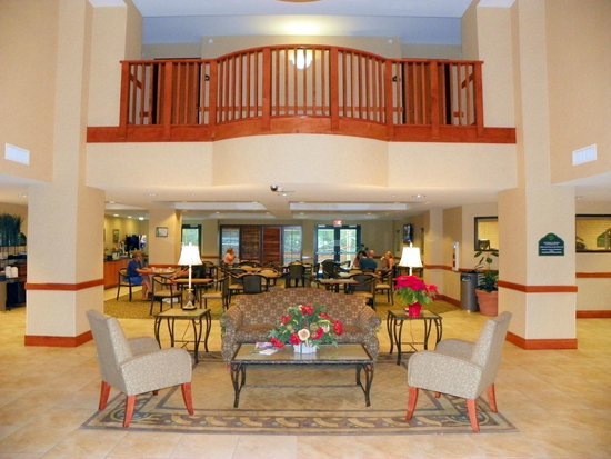Holiday Inn Express & Suites Lakewood Ranch: Beautiful dining and Lobby