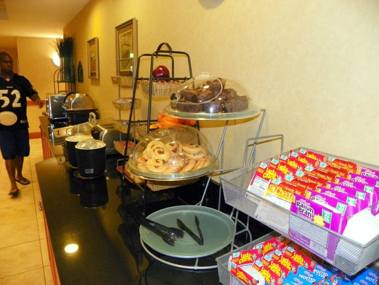 Holiday Inn Express & Suites Lakewood Ranch: a great breakfast selection