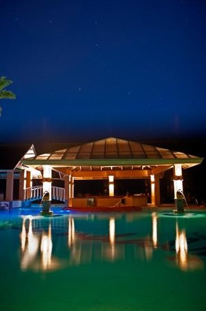 Sandals Negril Beach Resort & Spa: pool at night