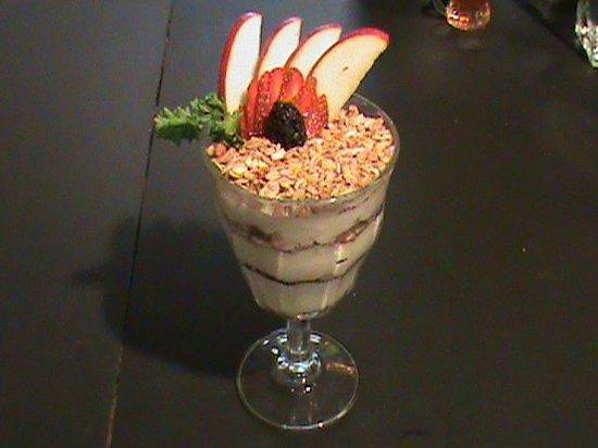Om Cafe: Organic Yogurt Parfait