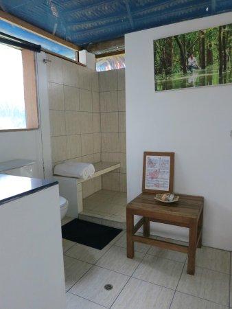 Muyuna Amazon Lodge: Instalaciones del baño