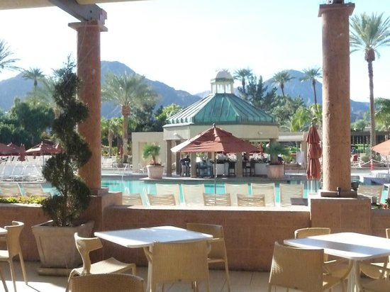 Renaissance Indian Wells Resort & Spa: View of pool area