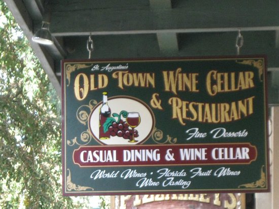 Old Town Wine Cellar & Restaurant: Be sure to see Charlie Brown !!!!!