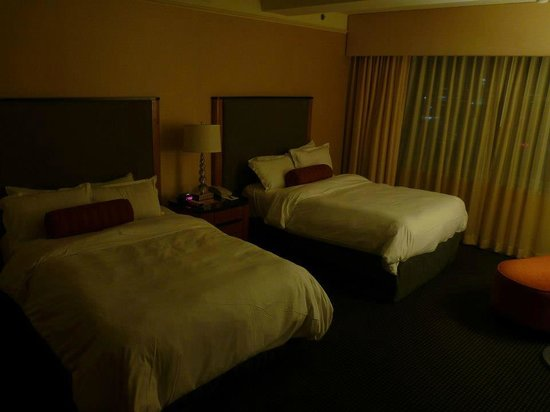 Loews Philadelphia Hotel: Luxury corner room