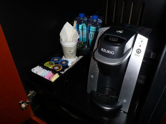Loews Philadelphia Hotel: Keurig in the room
