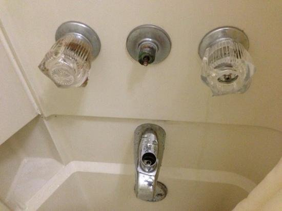 Quality Inn at Lake Powell: shower knob fell off-notice crud in shower!