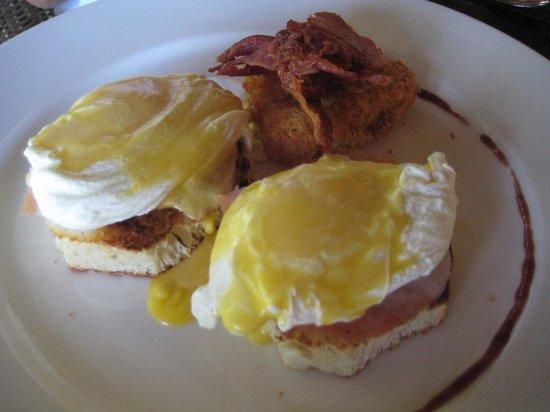 زويتري أجوا بونتا كانا أول إنكلوسيف: Eggs Benedict 