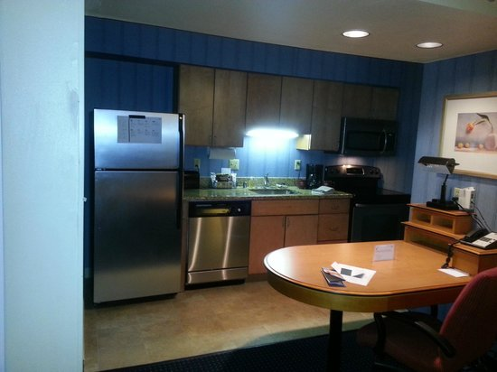 Suites at Northshore: View of Full Kitchen (Room 114)