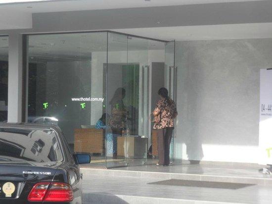 T Hotel Sungai Petani: Hotel Entrance