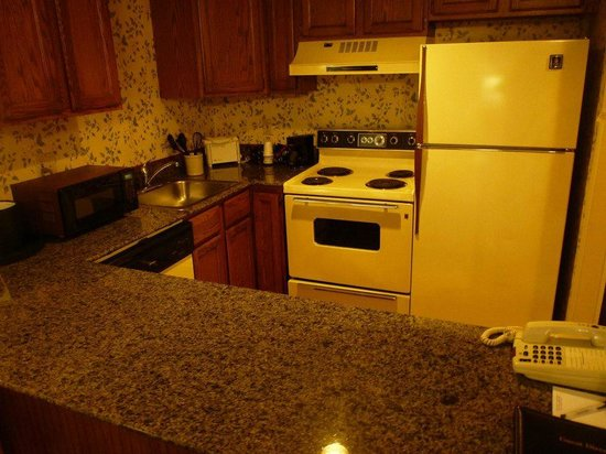 BEST WESTERN Inn & Suites Rutland-Killington: Full sized kitchen