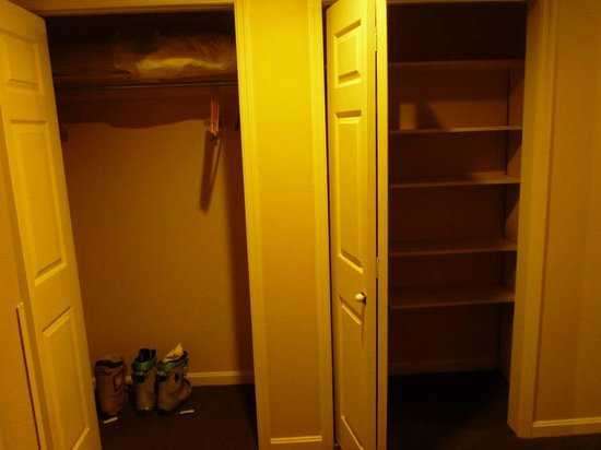 Best Western Inn & Suites Rutland-Killington: Huge closets and these are only two of them