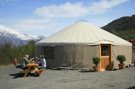 Knik River Lodge: The Yurt is where you find the best food and drinks in the area