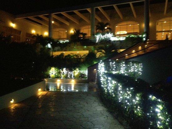El Dorado Royale, by Karisma: Christmas lighting at night