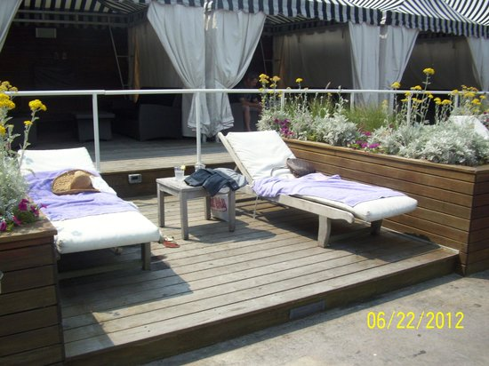 The Chelsea: upstairs pool area