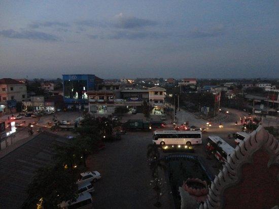 Smiling Hotel & Spa: Вид с балкона налево