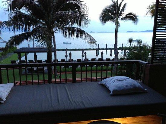Hansar Samui Resort: バルコニーからの景色(昼寝に最高です)