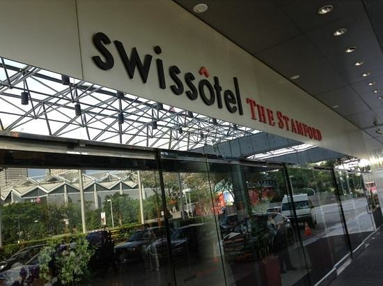 Swissotel The Stamford Singapore: 玄関
