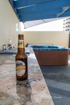 Breakfree Grand Pacific Resort Sunshine Coast: Enjoy a beer by the BBQ on the rooftop area