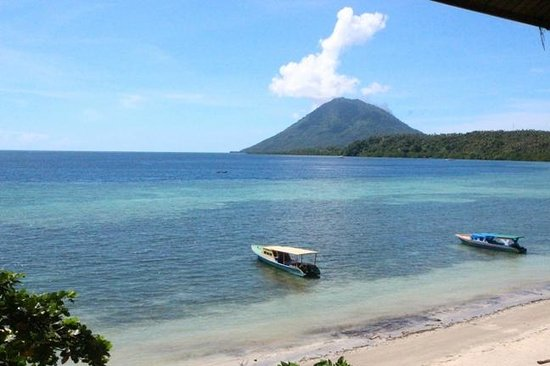 Bunaken Island Resort: Day view from balcony