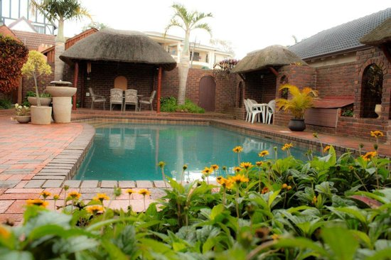 Old Mill Guesthouse: Sparkling pool