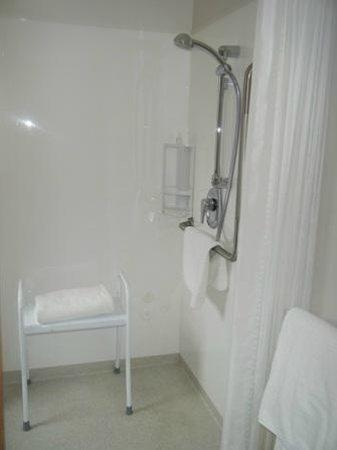 Bella Vista Motel Kaikoura: Standard Queen Acess shower