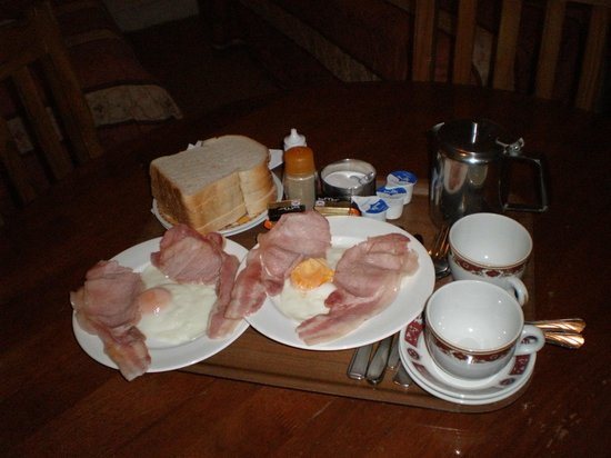 Limegrove Hotel: The English Breakfast served to my room eaten better but it still did the trick