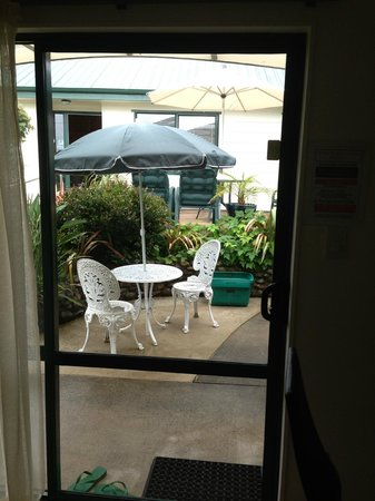 Andrea's Bed & Breakfast: Sunny courtyard outside