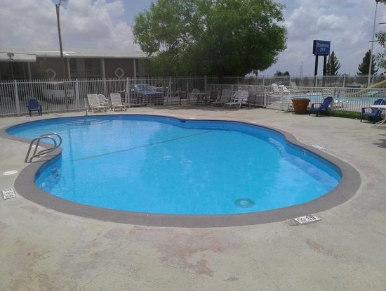 Rodeway Inn: Seasonal swimming pool.