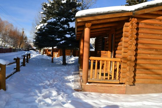 Cowboy Village Resort: Cabin outside