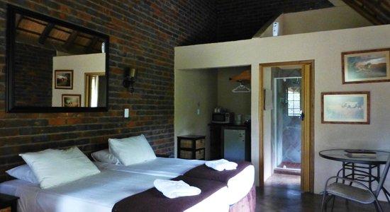 Phumula Kruger Lodge: interior chalet