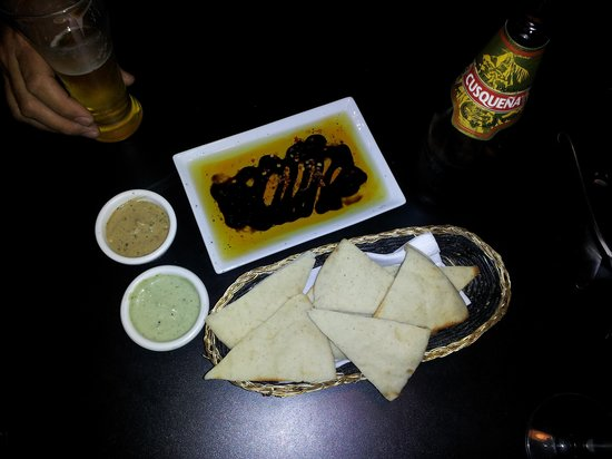 Bonano's: great bread and dipping sauces
