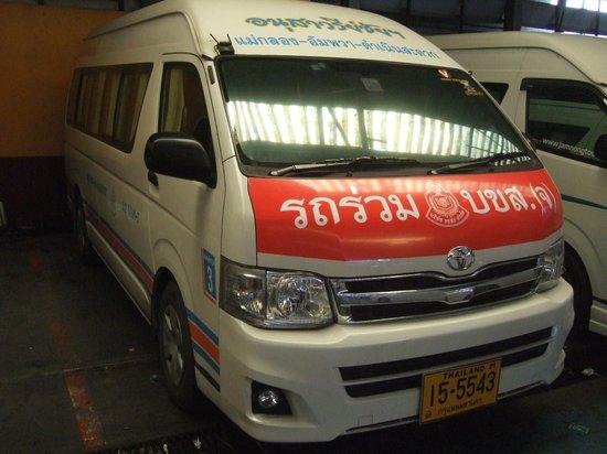 Pasar Rel Kereta Maeklong (Talad Rom Hub): MINI Van-Bus